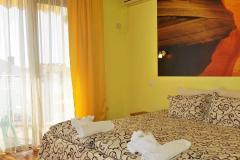 Стая за двама с разкошен балкон