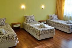 Стая за трима с отделни легла