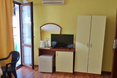 Стая за трима - обзавеждане