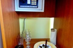Във всяка стая има сейф за съхраняване на вашите ценни вещи